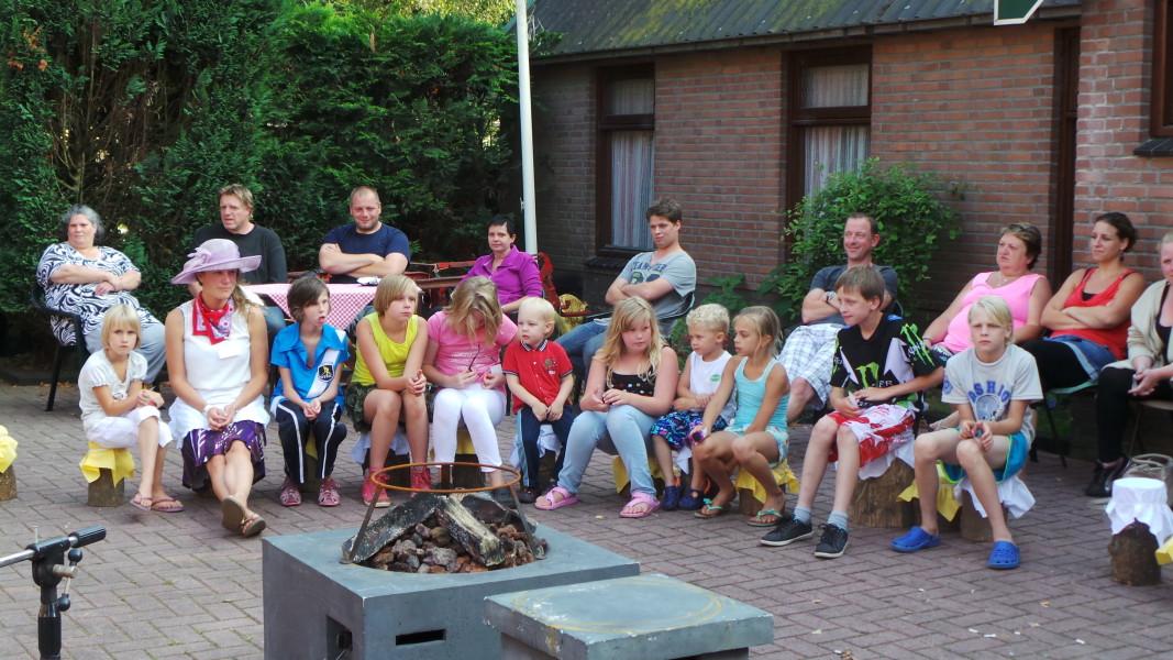 Camping ruimzicht kinderen gezin bezigheden event