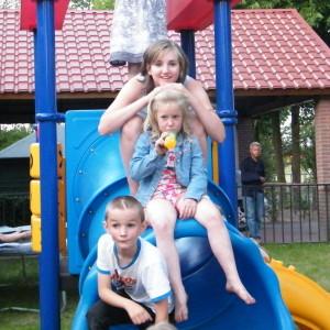 Kinderplezier faciliteiten gezin camping speeltuin glijbaan